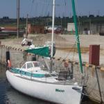 Парусно-моторную яхту